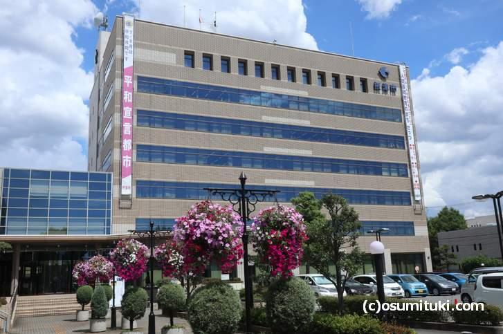 摂津市役所、ここの4階にあるのが鳥飼茄子を管理する「農業振興課」