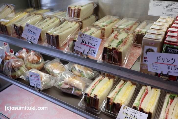 サンドイッチも大きめのものが並んでいます