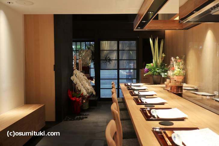 京都・祇園で2018年8月22日に開店した「らーめん錦」さんの店内