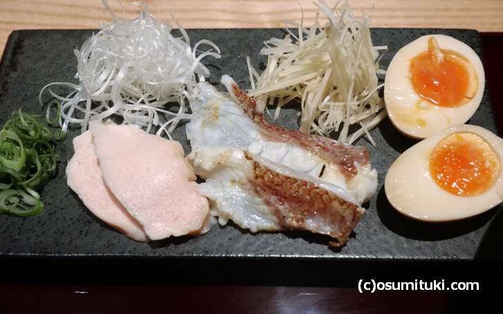 別皿のトッピング、鯛や鴨の味付けはまさに割烹料理です