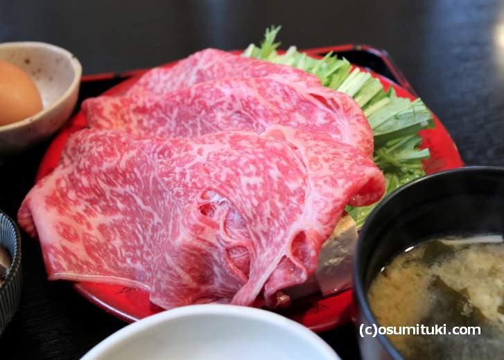 どう見てもお高い牛肉が使われています