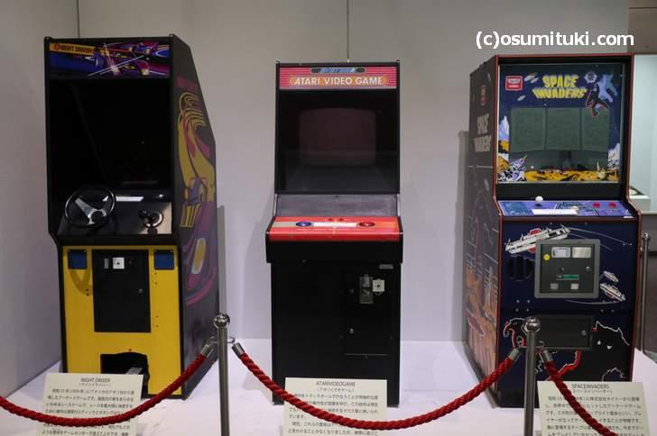 米国ATARI社の筐体ゲーム機(左から1~2番目の筐体)