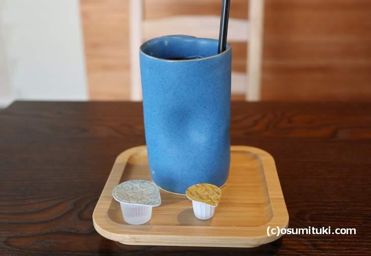 きぬカフェの「アイスコーヒー」器は清水焼「HOTOKI」さんのもの