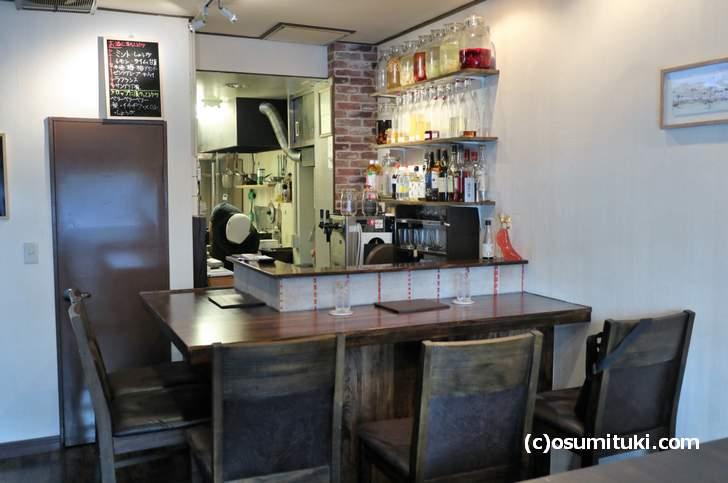 「うつりぎ食堂」さん、祇園白川の繁華街にあるお店です