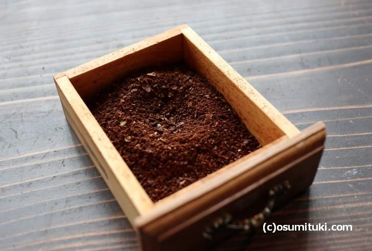 ミルで挽いたコーヒー豆はこんな感じになります