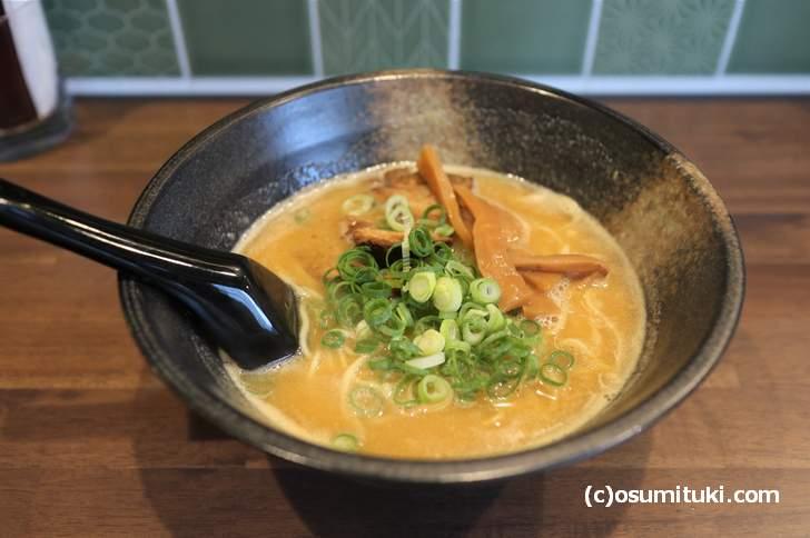 濃厚鶏白湯拉麺 850円