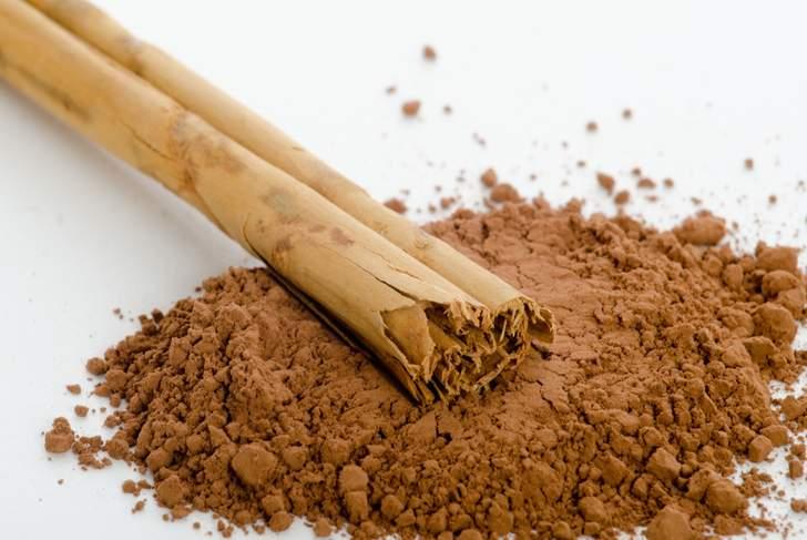 たにし飴の香りと味(辛味)は「ニッキ(肉桂油=桂皮油)によるものです