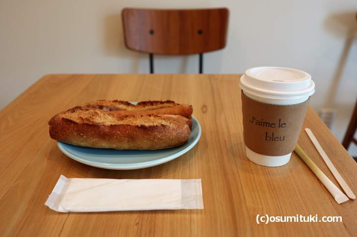 あんバターフランスとソーセージフランスを珈琲でいただきます