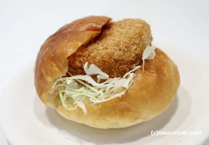 大橋亭の近江牛コロッケを使用したコロッケバーガー