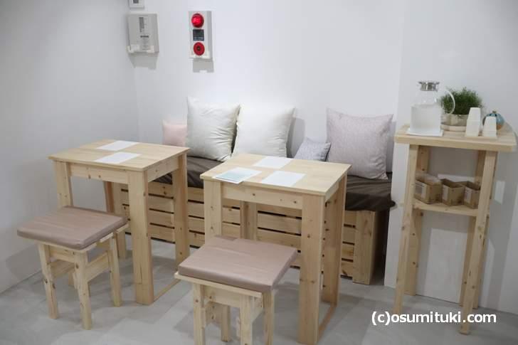 ソファ席、手作り感があって良い感じです