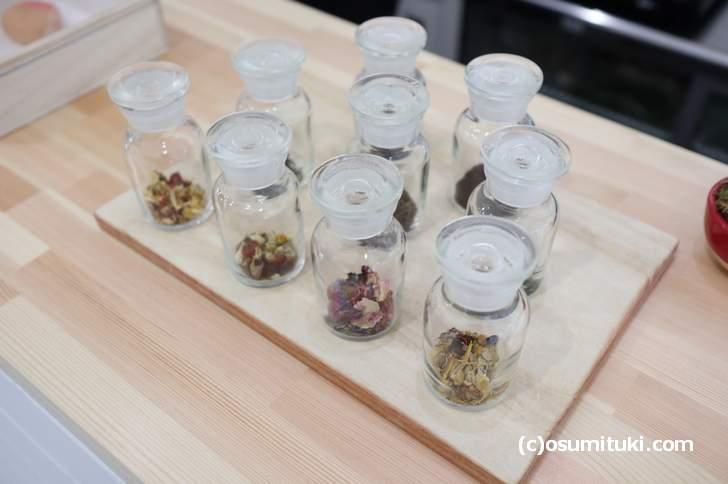 コーヒー、日本茶、ハーブティーは香りで選ぶことができます