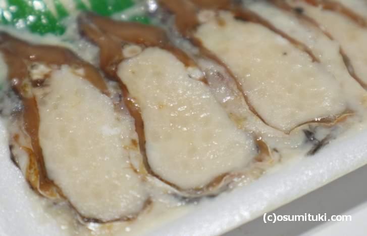 塩で発酵させた米の酸っぱさが際立つ「オスの鮒寿司」