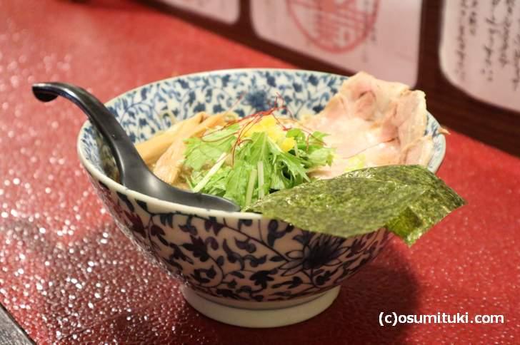同じく豚骨魚介のスープで食べるラーメン(一乗寺つるかめ)