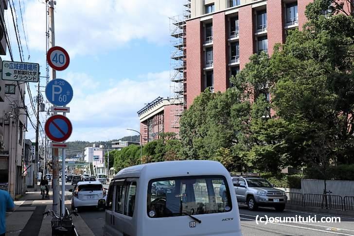 三条通を走る京阪バスは1時間に1本です