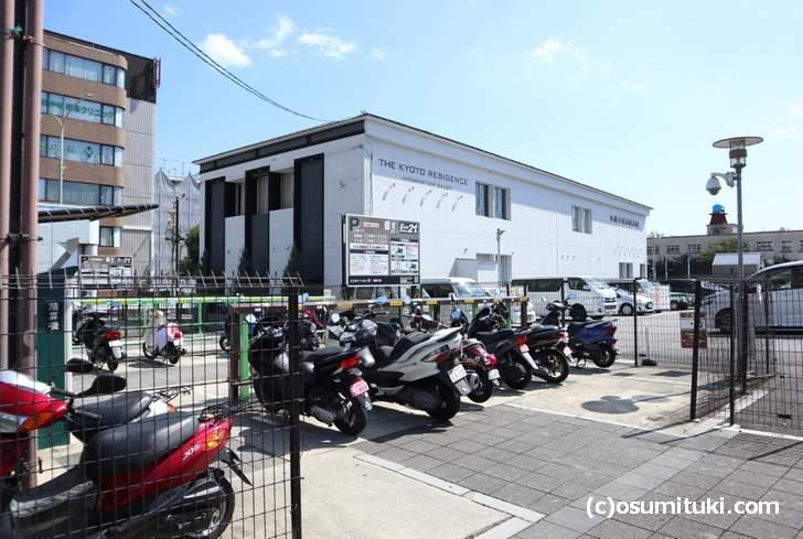 山科へ行く場合は三条駅にバイクを駐輪して地下鉄利用をしています