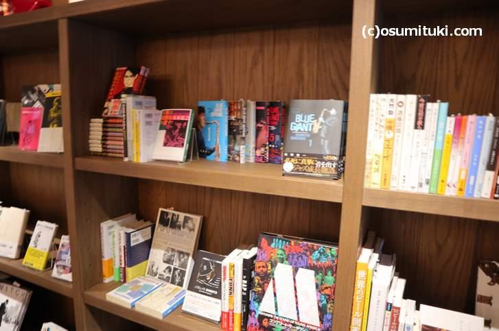 店内には本が並びます(ブルーブックスカフェ 京都)
