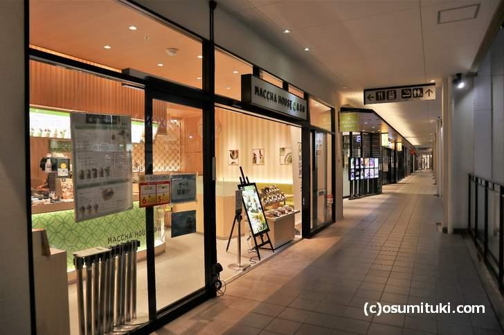 三井アウトレットパーク滋賀竜王の二階、フードコート入口近くにあります(抹茶館)