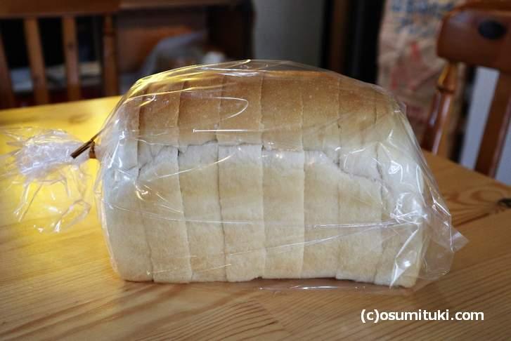 やすだ屋さんの食パン