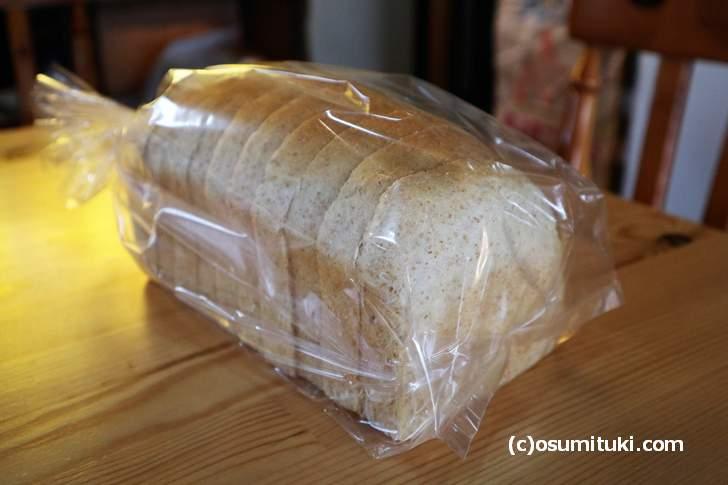 ノンオイル 全粒粉入り食パン 691円(1.5斤)