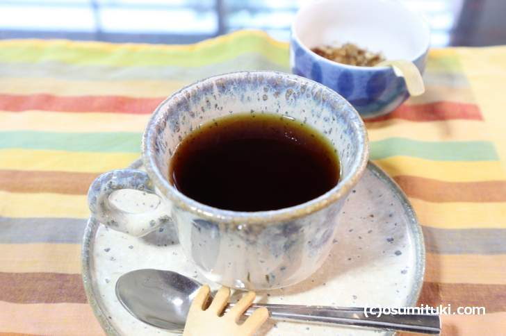 ランチは食後にコーヒーか紅茶が付きます(アイスは+100円)