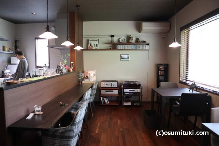 店内にはJAZZが流れ、住宅地の奥なので静かです(カフェ Tricolore)