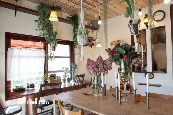 店内もお花でいっぱいです(Plants Plants cafe)