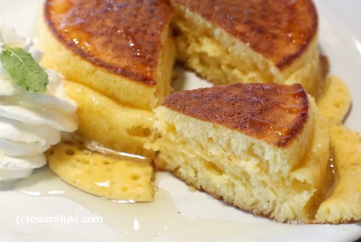 卵の味わいを残した生地で作ったパンケーキ(カフェバー マリモ)