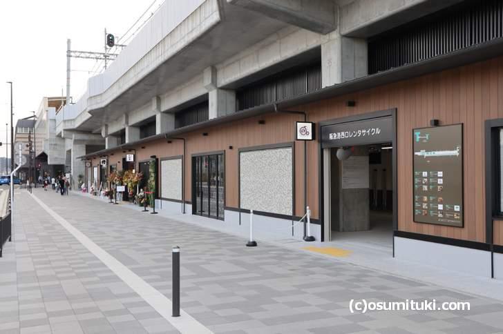 駐輪場はレンタサイクルの隣にあります(麺屋たけ井 阪急洛西口店)