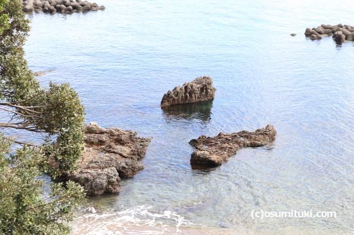 途方に暮れ海を眺める温泉担当