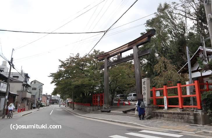 階段を登るルート(建勲神社の鳥居)