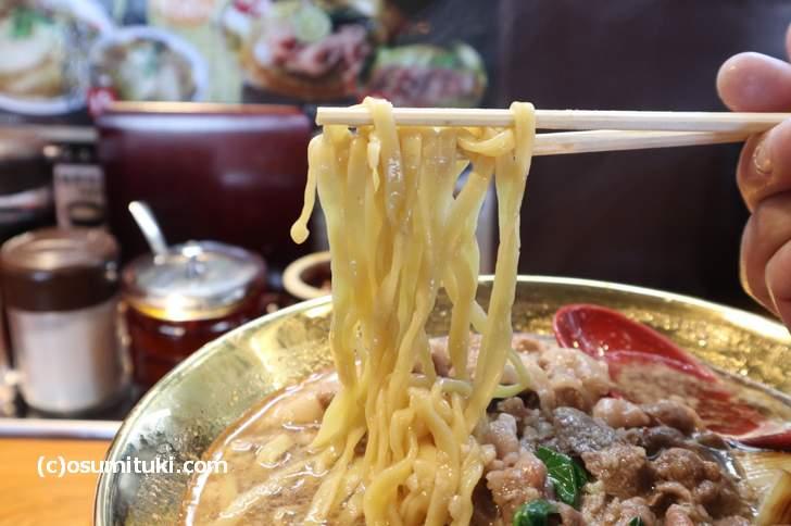 麺は熟成平打手もみ麺です(ラーメン宝 萬両本店)