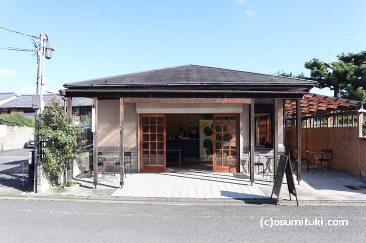 金閣寺道からも見えます(galerie terre plus cafe)