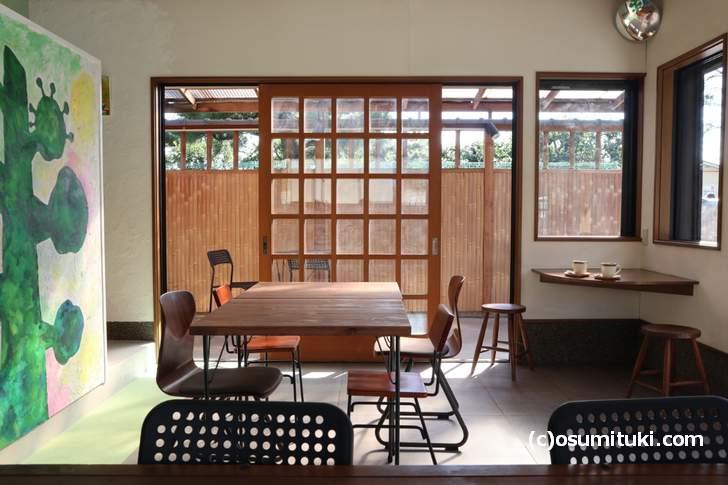 テラス席もあるカフェ「カフェとアトリエ」よい雰囲気です!