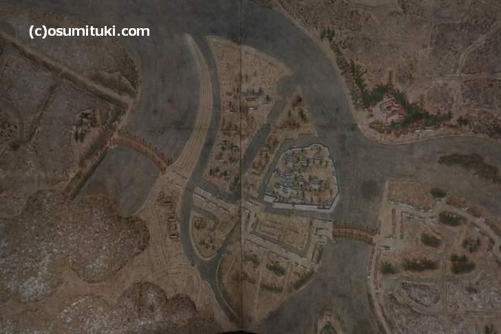 洛外図屏風の一番左に気になる建物が描かれている