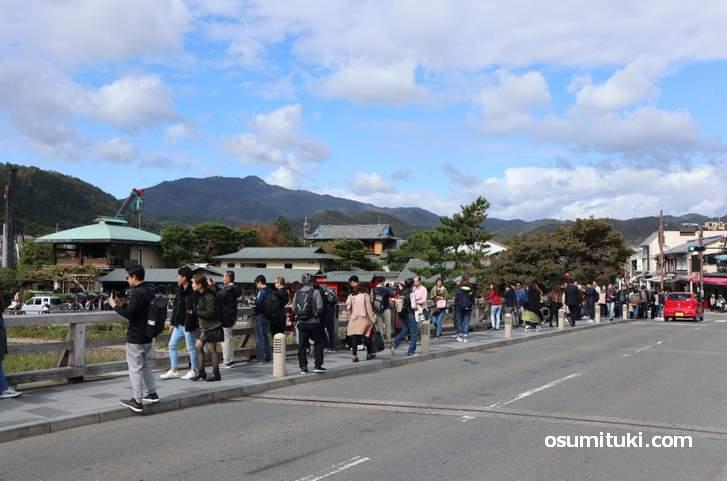 嵐山の渡月橋、西側のポール10本目くらいの位置