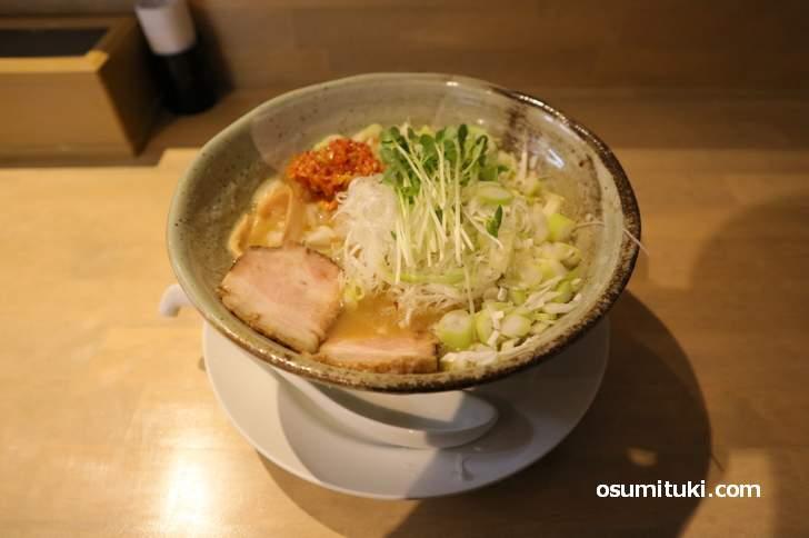 こってり菜白湯そば(800円)