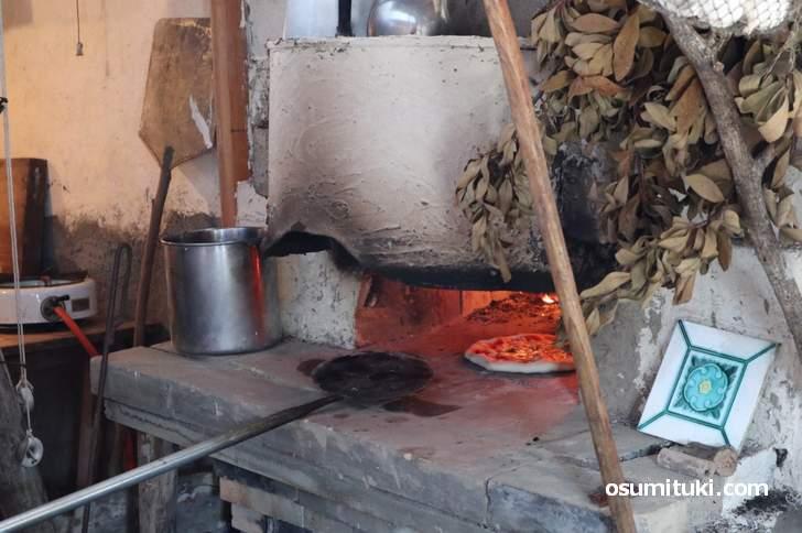自家製石窯で作ったピザです(松橋雑貨店)