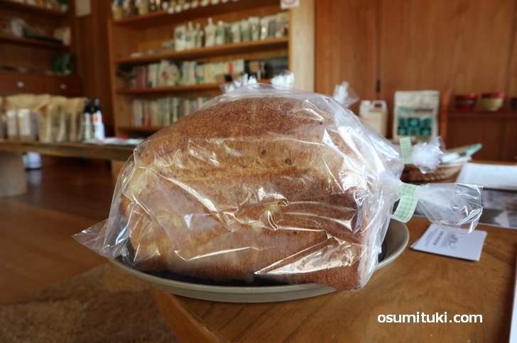 キッチン酵母の食パン(500円)、月に数回のパンの日のみ限定販売です