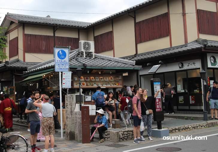 ゴミ箱はないけどテークアウトの店はある京都