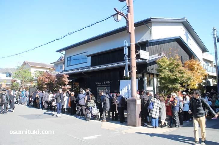 テレビで紹介されて行列が出来ている嵐山の飲食店(おいしい店は他にもありますよ)