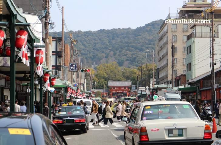 混雑して慢性的に渋滞する京都・河原町付近