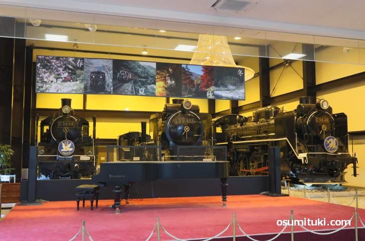 嵯峨トロッコ駅の「SL ROMAN CAFE」にあるピアノがベーゼンドルファー