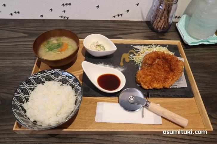 松坂豚 とんかつ定食(860円)