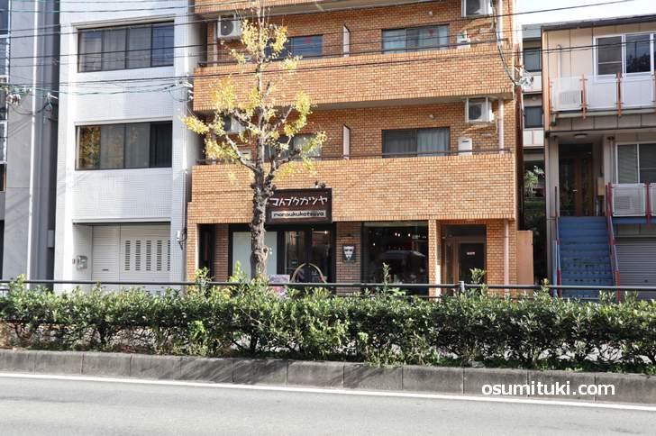 マんプクカツヤ は白川通の錦林車庫前にお店があります