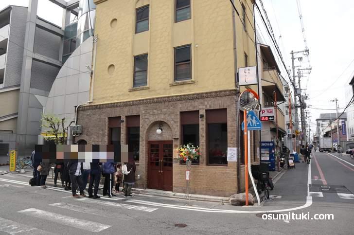 祇園麺処むらじ 新店(2号店)看板建築で表は洋館風、中は和風です