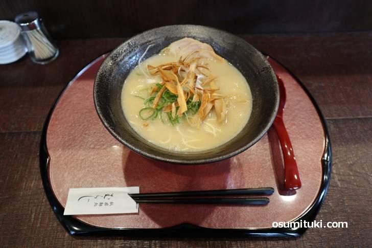 鶏白湯 塩ラーメン(830円)