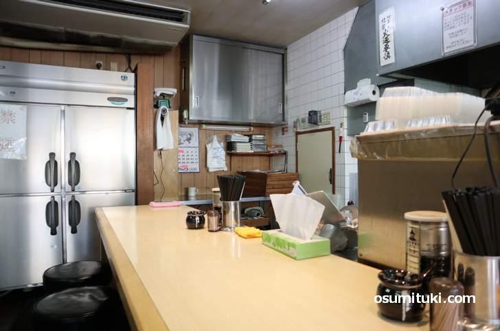 店内もこの世代(1990年代)の京都ラーメン店らしいです(ラーメンゆう)