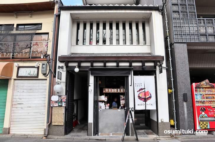 京都の河原町にある「MISO POTA」さん、イートインも少しあります