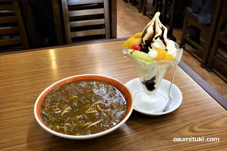 魅惑の「カレー中華&チョコパフェ」のセット(京一)