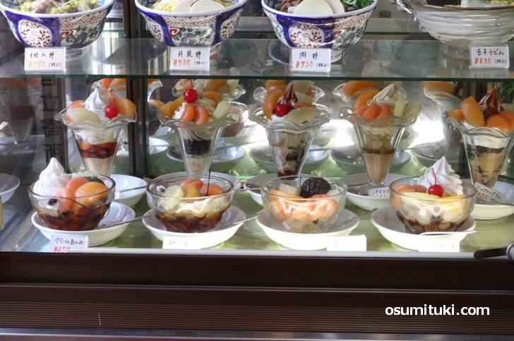 メニューの片隅になぜかパフェが並ぶ「京一本店」